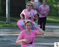 Photo and link to slideshow of the Mothers Day 5K in Overland Park.
