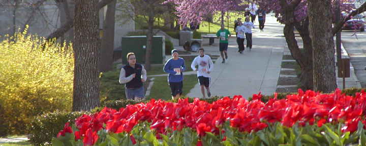 photo of SESO 5K by CHi Omega fountain