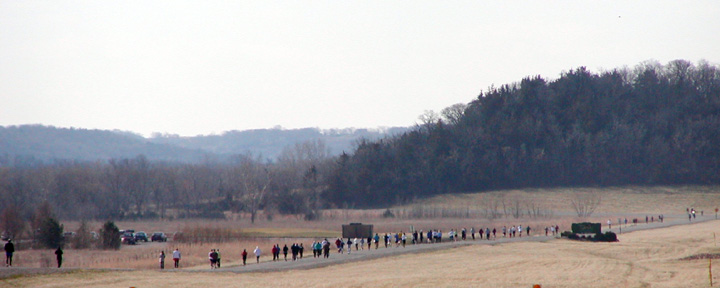 photo of long line of 5K runners